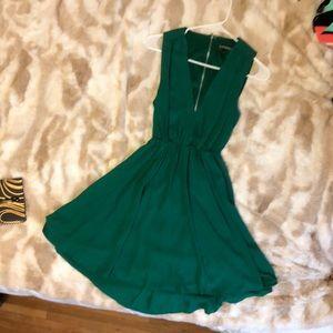 Short green dress open back with zipper
